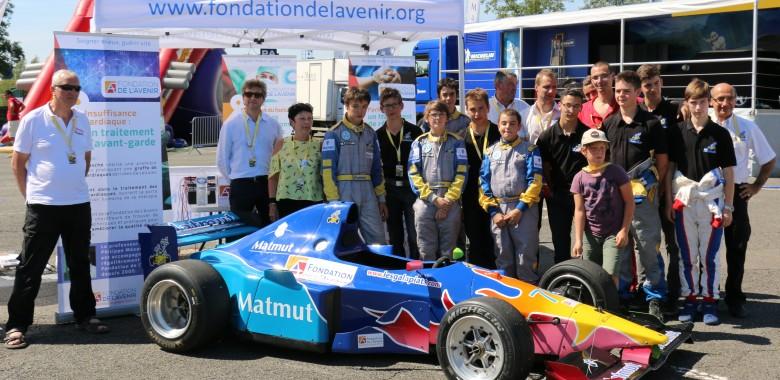 Photo de groupe avec le team GALAPIATS prise lors du GT Tour 2015 à Magny Cours