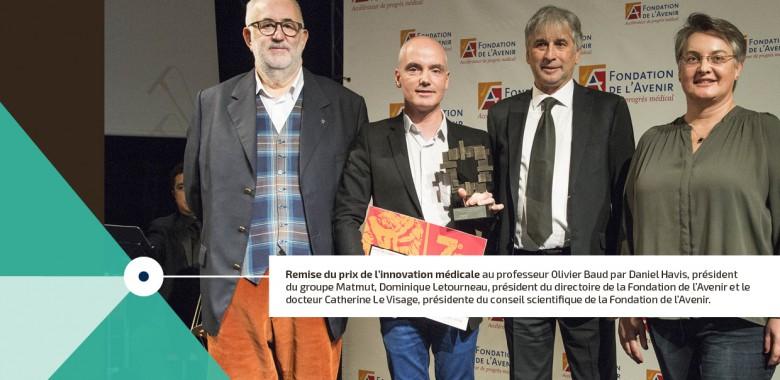 Remise du prix innovation médicale au professeur Olivier Baud