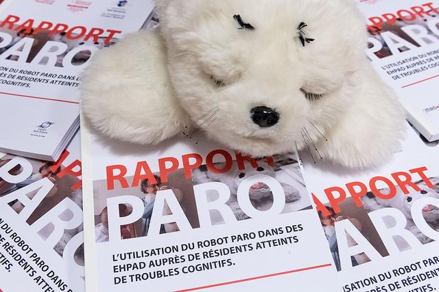 Des soins plus efficients en EHPAD avec PARO : une étude signée Fondation Paul Bennetot (Groupe Matmut), Mutualité Française et MF Loire-Haute Loire